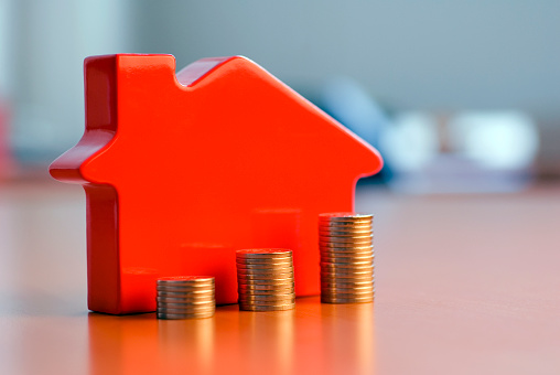 Loan「Red 3D house model next to growing stacks of coins」:スマホ壁紙(15)