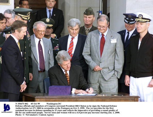 Surround Sound「Defense Officials And Members Of Congress Surround President Bi」:写真・画像(3)[壁紙.com]