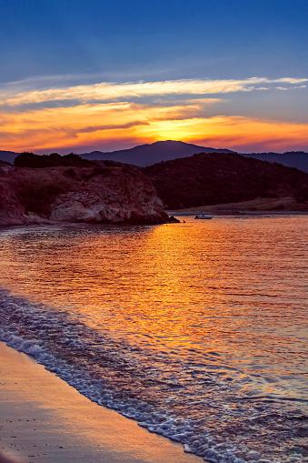 cloud「ビーチと海の海岸。Sarti シトニア、ハルキディキ、ギリシャ半島近くの Platania ビーチ」:スマホ壁紙(4)