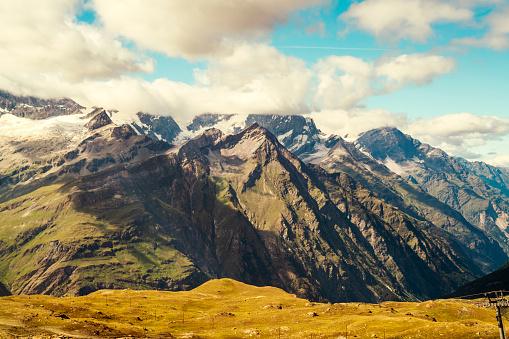 Chalet「Landscape with Alps among clouds, Zermatt, Valais, Switzerland」:スマホ壁紙(4)