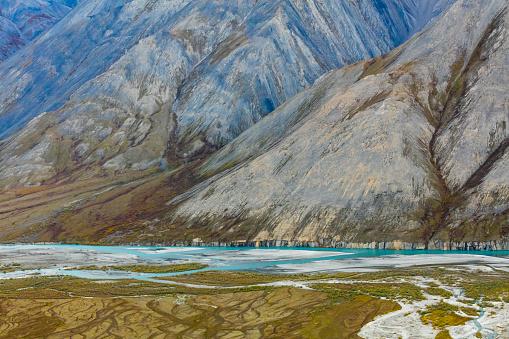 Arctic National Wildlife Refuge「Landscape with Ivishak River and Brooks Range in Arctic National Wildlife Refuge, Alaska, USA」:スマホ壁紙(19)