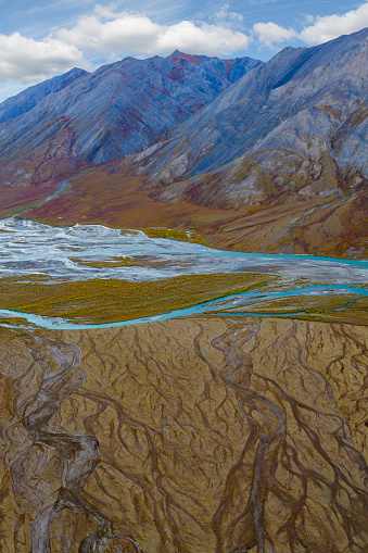 Arctic National Wildlife Refuge「Landscape with Ivishak River and Brooks Range in Arctic National Wildlife Refuge, Alaska, USA」:スマホ壁紙(9)