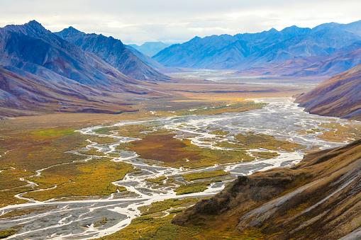 Arctic National Wildlife Refuge「Landscape with Ivishak River and Brooks Range in Arctic National Wildlife Refuge, Alaska, USA」:スマホ壁紙(15)