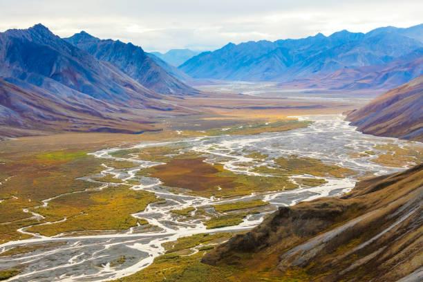 Landscape with Ivishak River and Brooks Range in Arctic National Wildlife Refuge, Alaska, USA:スマホ壁紙(壁紙.com)