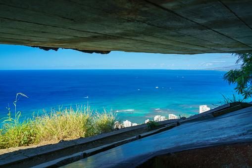 オアフ島「View from inside gun bunker atop Diamond Head Crater on Oahu」:スマホ壁紙(13)