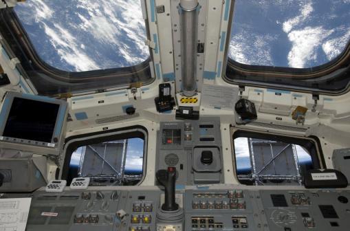 Space shuttle「A view from inside the flight deck of Space Shuttle Atlantis.」:スマホ壁紙(8)