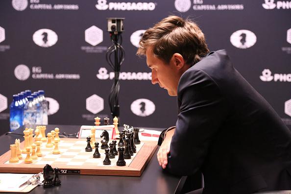 セルゲイ・カヤキン「2016 World Chess Championship - November 11」:写真・画像(16)[壁紙.com]