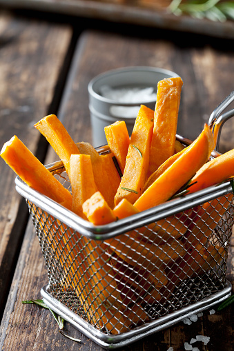 Fast Food「Sweet potato fries with rosmary in chip basket」:スマホ壁紙(13)