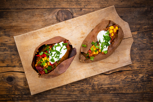 Baked Potato「Sweet potato kumpir with chili con carne, sour cream and coriander」:スマホ壁紙(4)