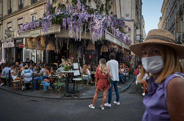 Paris - France「France Sees Surge In Coronavirus Cases」:写真・画像(15)[壁紙.com]
