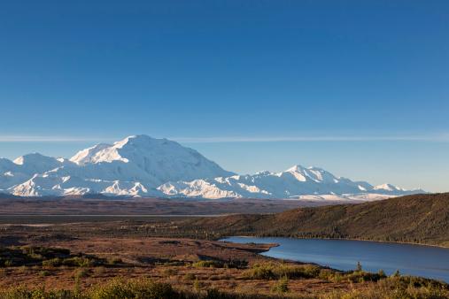 Alaska Range「USA, Alaska, View of Mount Mckinley and reflection of Wonder Lake at Denali National Park」:スマホ壁紙(4)