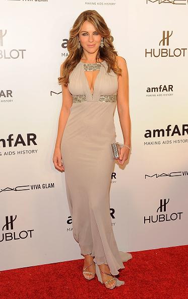 Elizabeth Hurley「amfAR New York Gala To Kick Off Fall 2012 Fashion Week - Arrivals」:写真・画像(17)[壁紙.com]