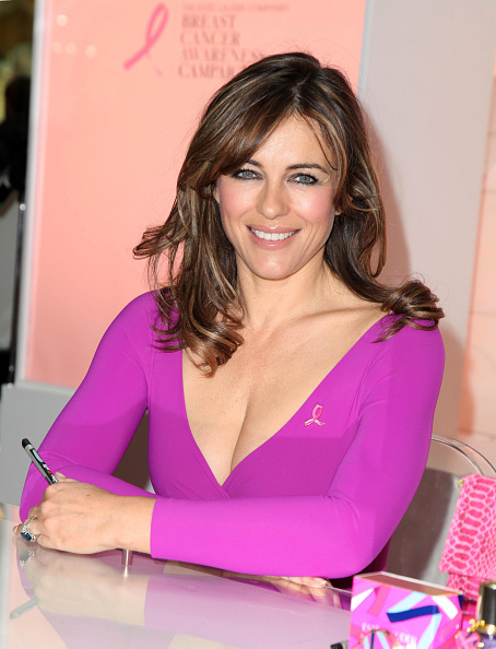 Breast「Elizabeth Hurley Personal Appearance At Selfridges, The Trafford Centre」:写真・画像(0)[壁紙.com]