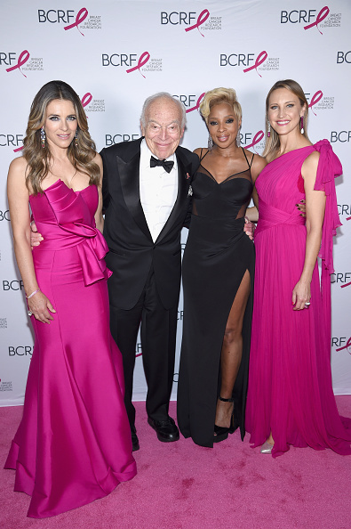 Breast「Breast Cancer Research Foundation Hot Pink Gala Hosted By Elizabeth Hurley - Arrivals」:写真・画像(6)[壁紙.com]