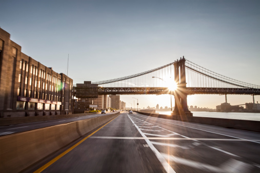 Urban Road「Blured FDR and Manhattan bridge at sunrise」:スマホ壁紙(17)