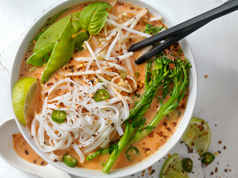 Thai Culture「Red Curry Noodle Soup with Broccolini, Bean Sprouts and Fresh Basil,」:スマホ壁紙(12)