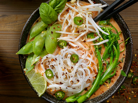 Thai Food「Red Curry Noodle Soup with Broccolini, Bean Sprouts and Fresh Basil,」:スマホ壁紙(4)