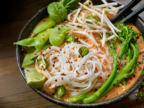 Bean Sprout「Red Curry Noodle Soup with Broccolini, Bean Sprouts and Fresh Basil,」:スマホ壁紙(11)