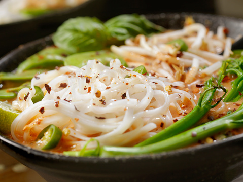 Bean Sprout「Red Curry Noodle Soup with Broccolini, Bean Sprouts and Fresh Basil,」:スマホ壁紙(4)