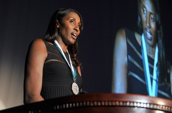 Lisa Leslie「27th Annual Great Sports Legends Dinner To Benefit The Buoniconti Fund To Cure Paralysis - Dinner」:写真・画像(11)[壁紙.com]