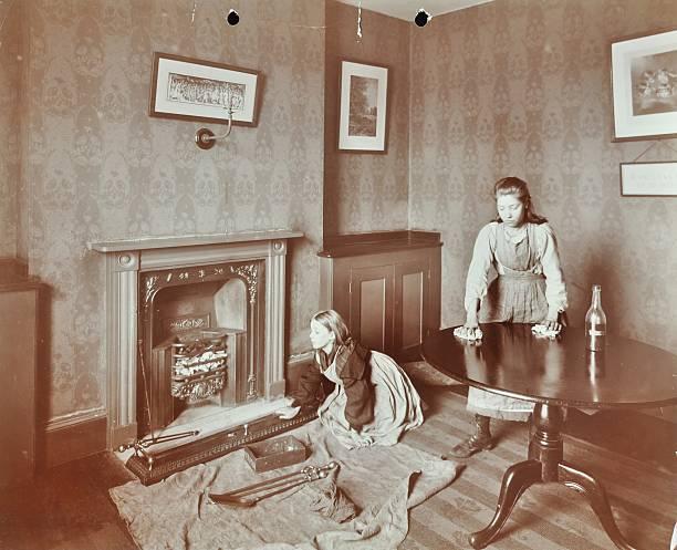 Housewifery Lesson, Morden Terrace School, Greenwich, London, 1908. Artist: Unknown.:ニュース(壁紙.com)