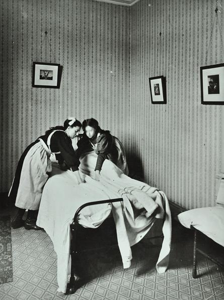 Bedroom「Housewifery, Barnsbury Park School, Islington, London, 1908. Artist: Unknown.」:写真・画像(7)[壁紙.com]