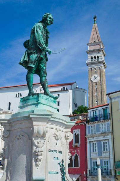 Giuseppe Tartini Statue in Piran:スマホ壁紙(壁紙.com)