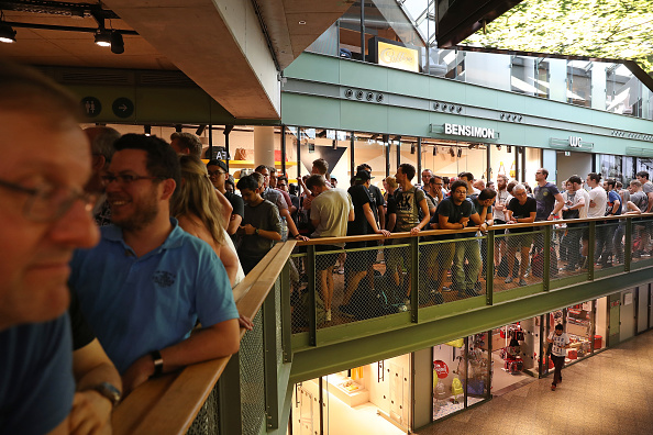Wireless Technology「OnePlus Launches OnePlus 5 Smartphone At Berlin Flash Store」:写真・画像(0)[壁紙.com]