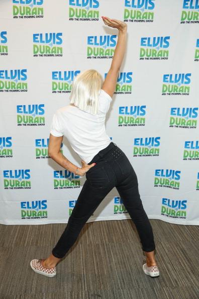"""Visit「Sia Visits """"The Elvis Duran Z100 Morning Show""""」:写真・画像(0)[壁紙.com]"""