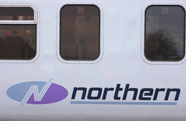 North「The new Northern Trains logo as displayed on a Class 156 Sprinter DMU trainset. March 2005.」:写真・画像(14)[壁紙.com]