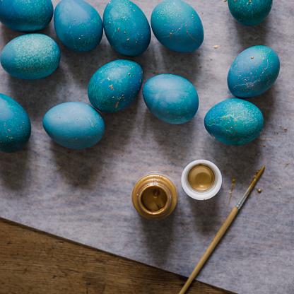 イースター「Modern hand dyed blue easter eggs」:スマホ壁紙(13)