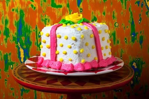 キッチュ「A white present cake」:スマホ壁紙(3)