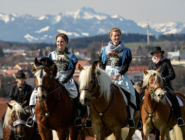Tradition「Annual Georgi-Ritt Mounted Procession」:写真・画像(9)[壁紙.com]