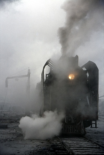 Finance and Economy「A China Railways QJ Clan 2-10-2 on Harbin shed during the winter of 1983/4.」:写真・画像(5)[壁紙.com]