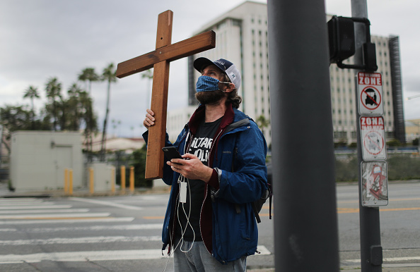 Religion「Activist From 'The Los Angeles Catholic Worker' Livestreams Stations of the Cross」:写真・画像(9)[壁紙.com]