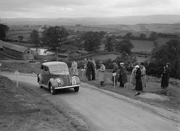 Cultures「Ford V8 saloon of Viscountess Chetwynd competing in the South Wales Auto Club Welsh Rally, 1937」:写真・画像(1)[壁紙.com]