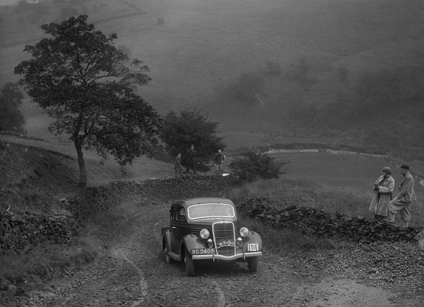 Country Road「Ford V8 saloon of WS Millar competing in the MCC Sporting Trial, 1935」:写真・画像(14)[壁紙.com]