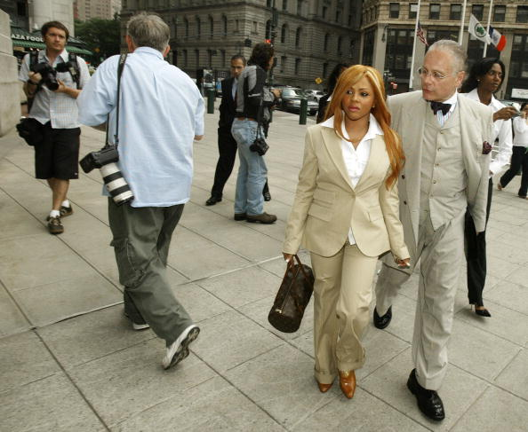 Government Building「Lil' Kim Makes An Appearance In Federal Court」:写真・画像(15)[壁紙.com]
