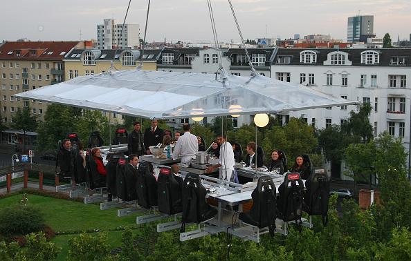 50 Meter「Dinner In The Sky Over Berlin」:写真・画像(1)[壁紙.com]