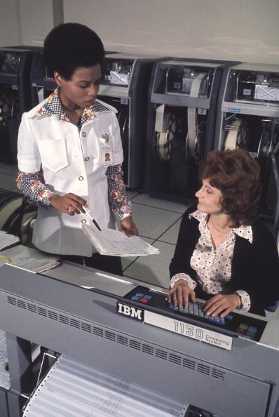 1970-1979「Women Working On A Computer」:写真・画像(10)[壁紙.com]