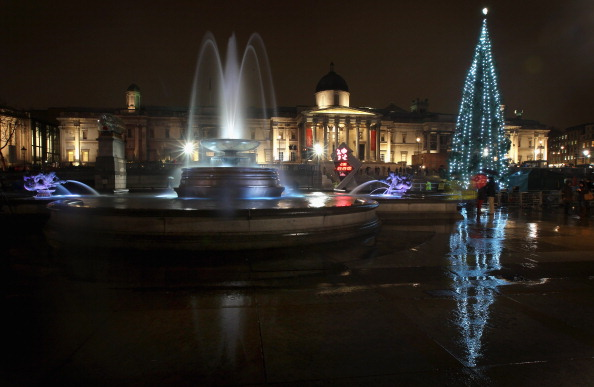 Christmas Lights「The Lights On The Trafalgar Square Christmas Tree Are Switched On」:写真・画像(18)[壁紙.com]