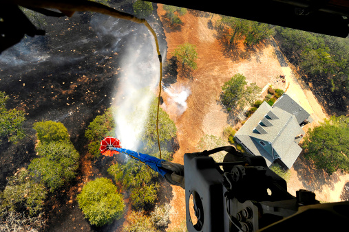 CH-47 Chinook「The Bambi Bucket attached to a CH-47 Chinook helicopter, dumps water on a wildfire in Texas.」:スマホ壁紙(6)