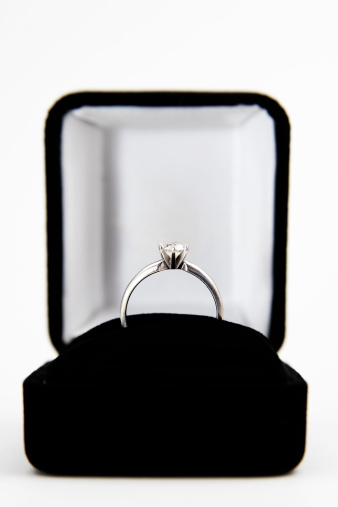 Box - Container「Engagement Ring in a Box Isolated on White」:スマホ壁紙(0)