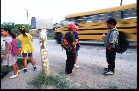 School Bus「Colonias In Texas」:写真・画像(8)[壁紙.com]