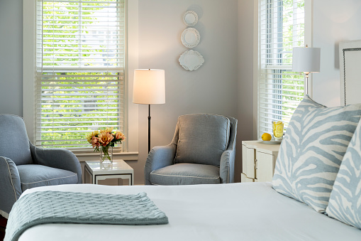 ミニチュア「Pale Gray Bedroom with Two Chairs」:スマホ壁紙(3)