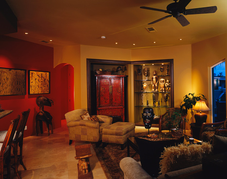 Ceiling Fan「Red and yellow living room with diverse indigenous artwork」:スマホ壁紙(13)