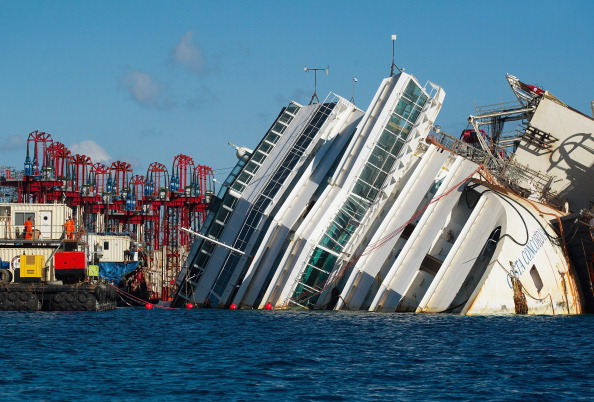 Passenger Craft「Preparations Are Made To Raise The Sunken Cruise Ship The Costa Concordia」:写真・画像(14)[壁紙.com]