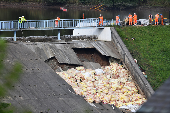 Torrential Rain「Town Of Whaley Bridge Evacuated After Dam Collapse」:写真・画像(19)[壁紙.com]