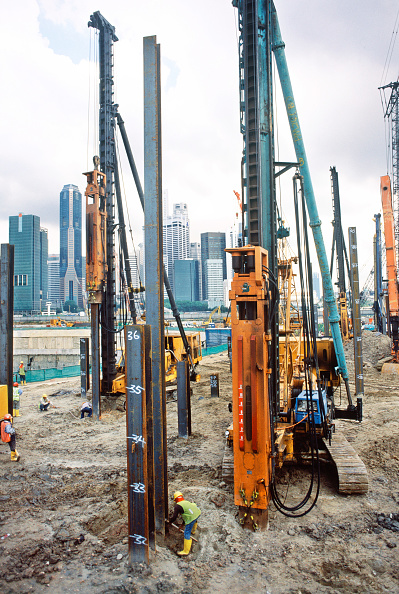 """Sweet Food「Piling huge steel stanchions for the temporary works propping around the giant doughnut"""" foundation support walls, Marina Bay Sands, Singapore」:写真・画像(6)[壁紙.com]"""