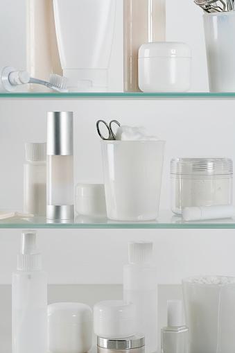 美しさ「Medicine cabinet full of skincare products」:スマホ壁紙(13)